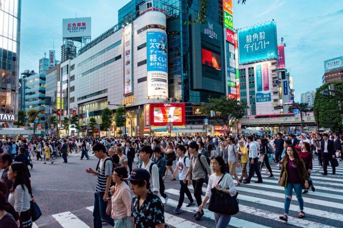 China's and Hong Kong stocks grow, while Japanese stocks drop